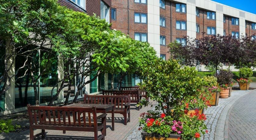 Park Inn by Radisson Heathrow for a park and fly summer holiday
