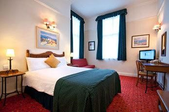 bed at Innkeepers Lodge